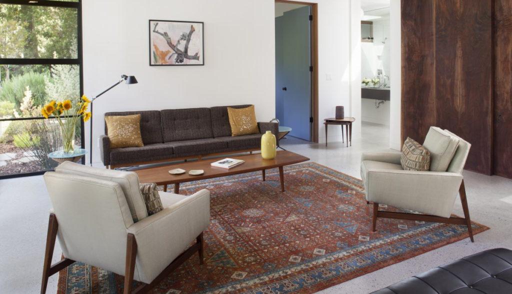 Предметы антиквариата в обустройстве квартиры