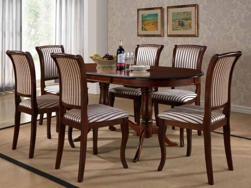 Как выбрать стол в гостиную