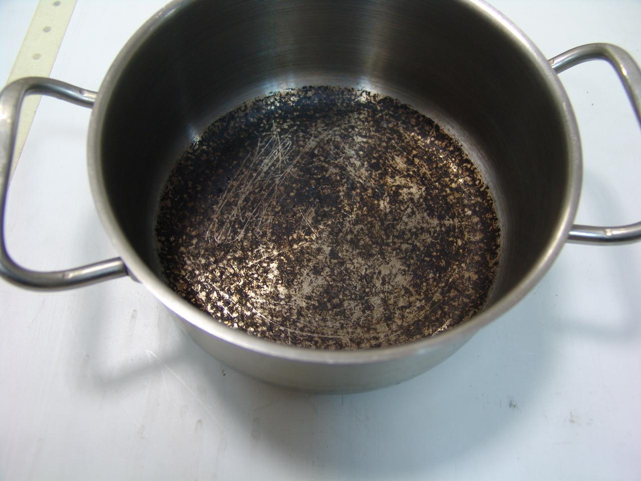 Отмываем гарь от любимой посуды быстро и просто