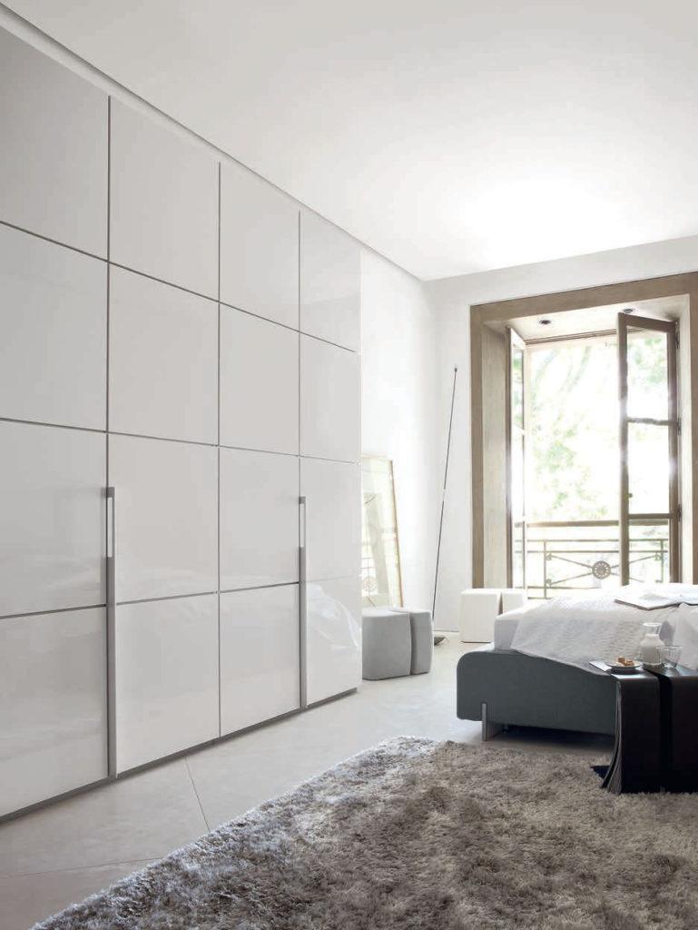 Модульный шкаф во всю стену
