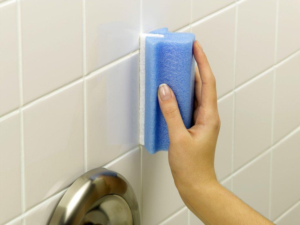 Боремся с плесенью в ванной комнате