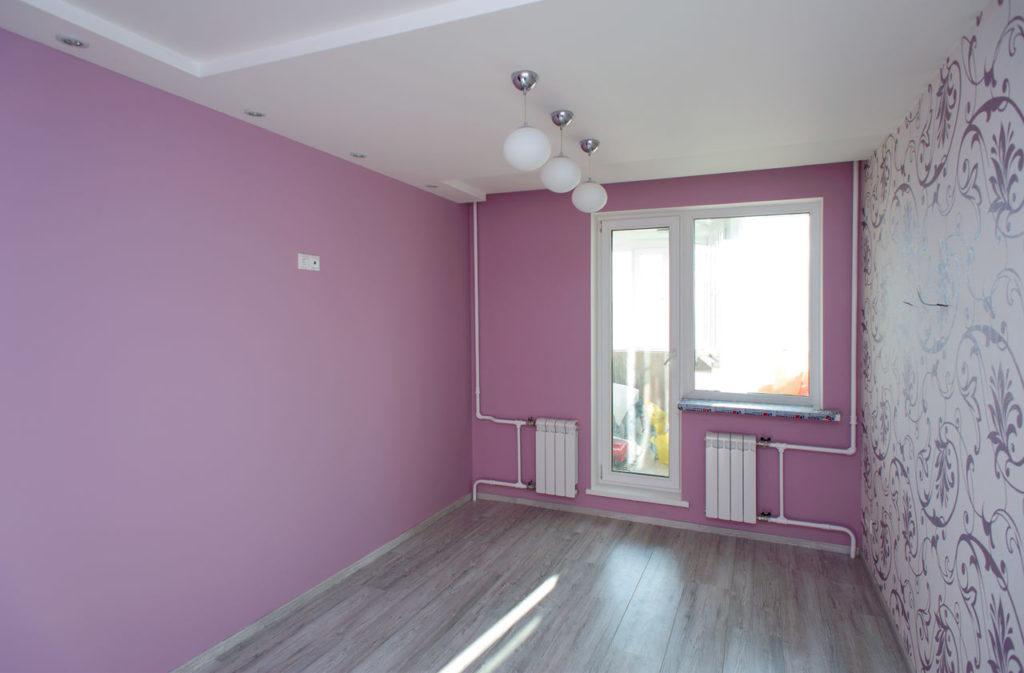 Разноцветные стены в интерьере квартиры