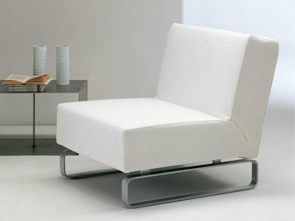 Кресло-кровать в гостиной