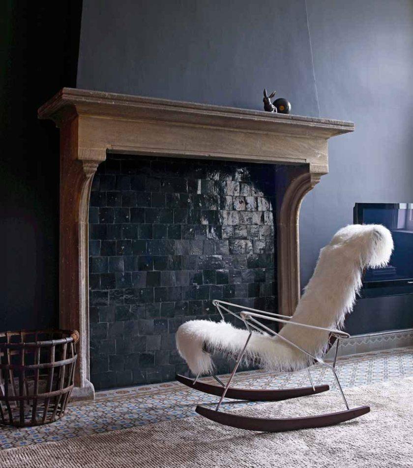 Кресло в зале: бесполезный предмет или уголок уюта