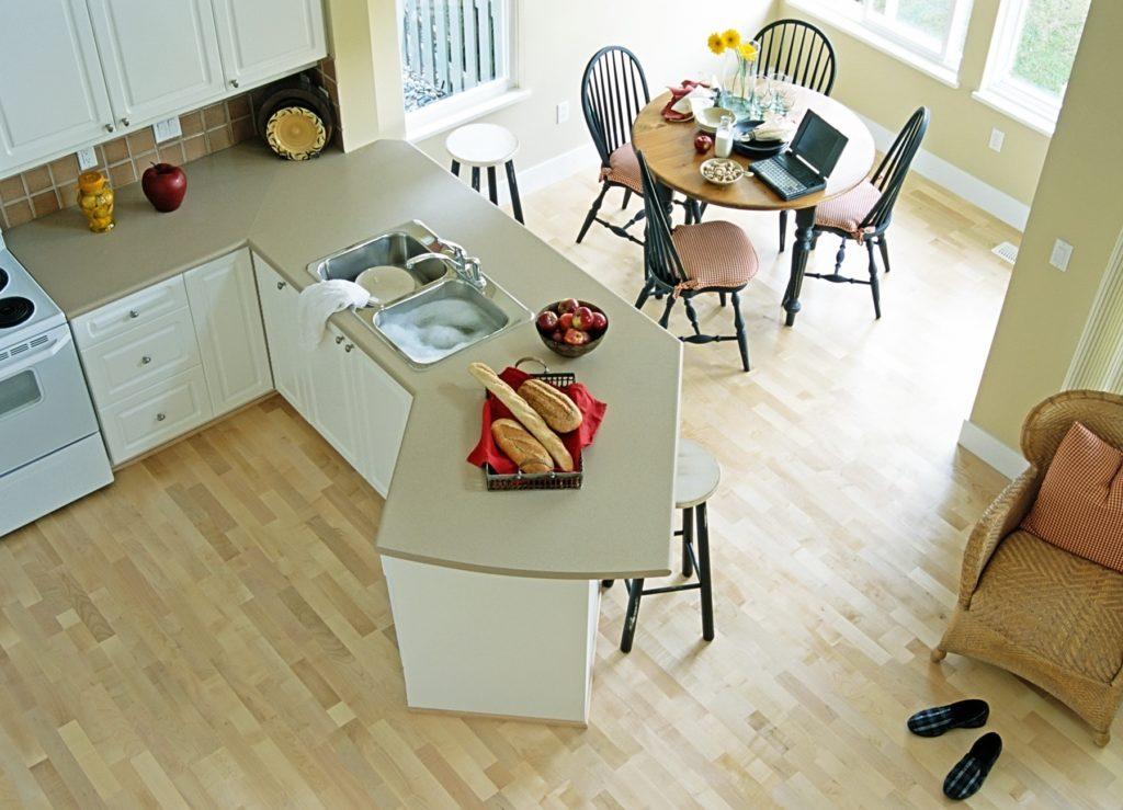 Ламинат на кухне - плюсы и минусы