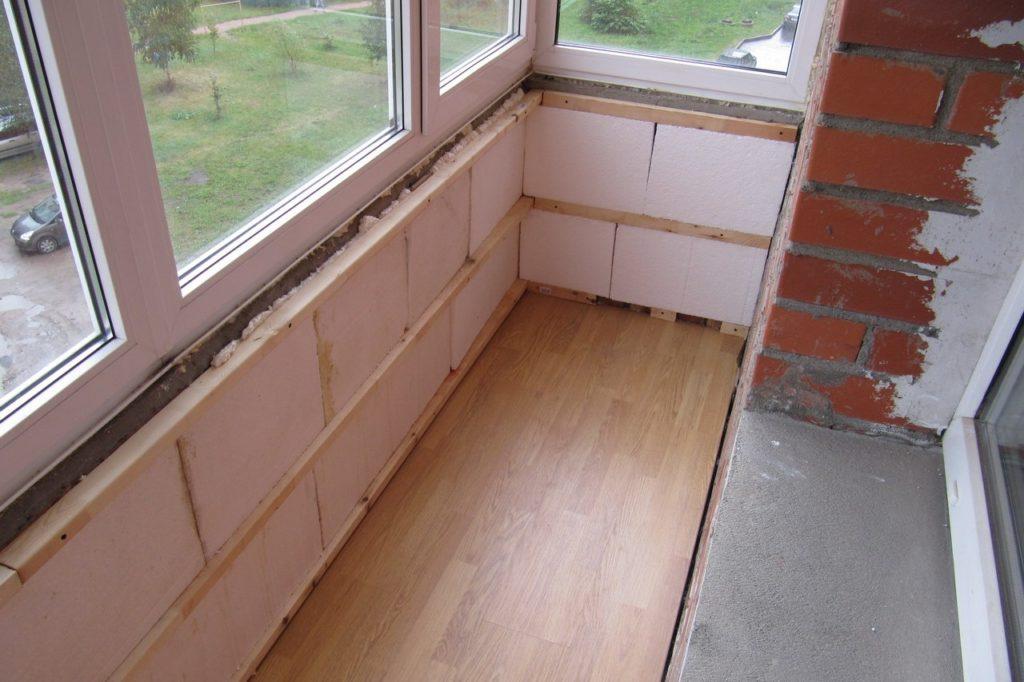 Можно ли обустроить спальню на балконе