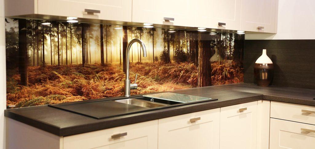 Стеклянные стеновые панели на кухню с фотопечатью