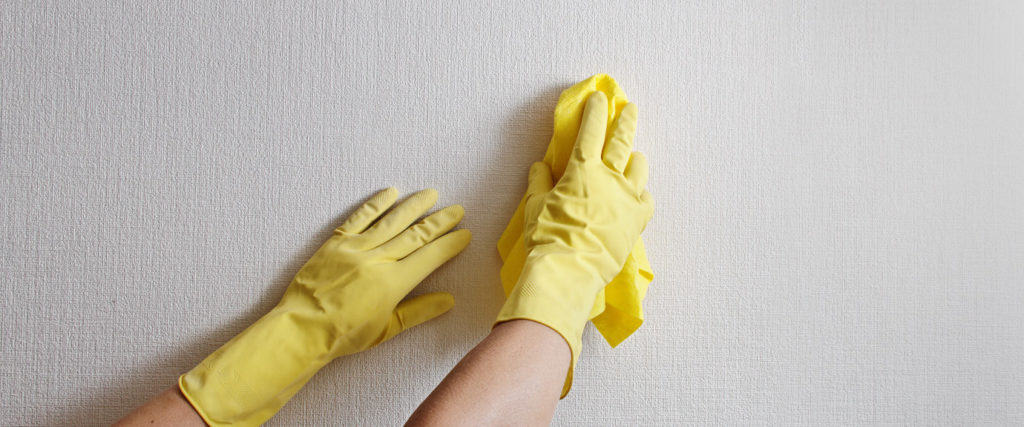 Как отмыть пятна с моющихся обоев