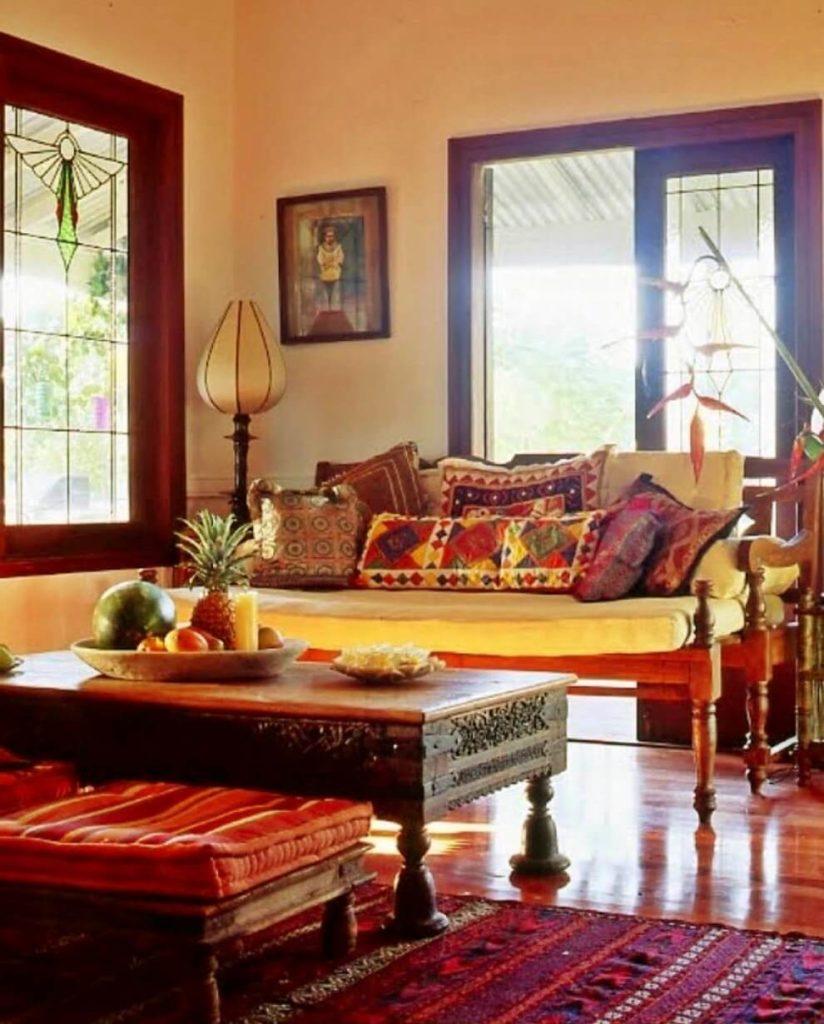 Гостиная в индийском стиле: яркие краски и роскошь