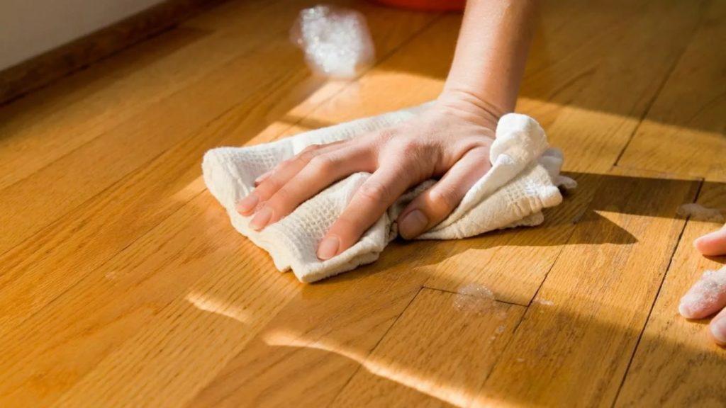Чем отмыть йод с деревянной мебели