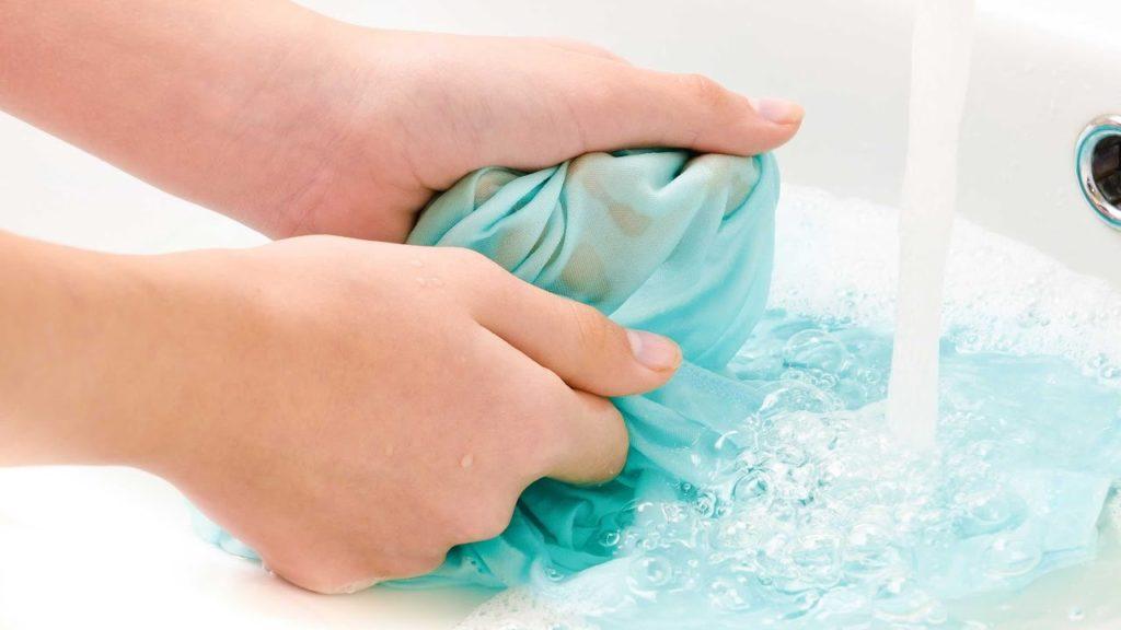 Как аккуратно очистить загрязнения с различных поверхностей
