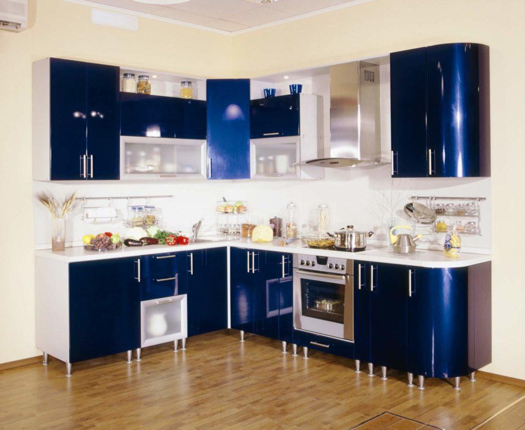 Мебель с закругленными фасадами в интерьере кухни