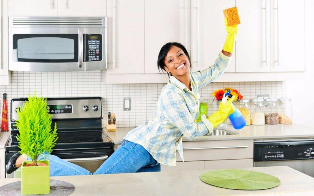 10 лайфхаков для быстрой уборки на кухне