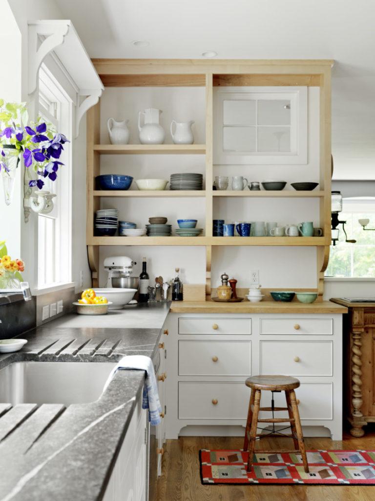 Открытые полки на кухне: где лучше расположить