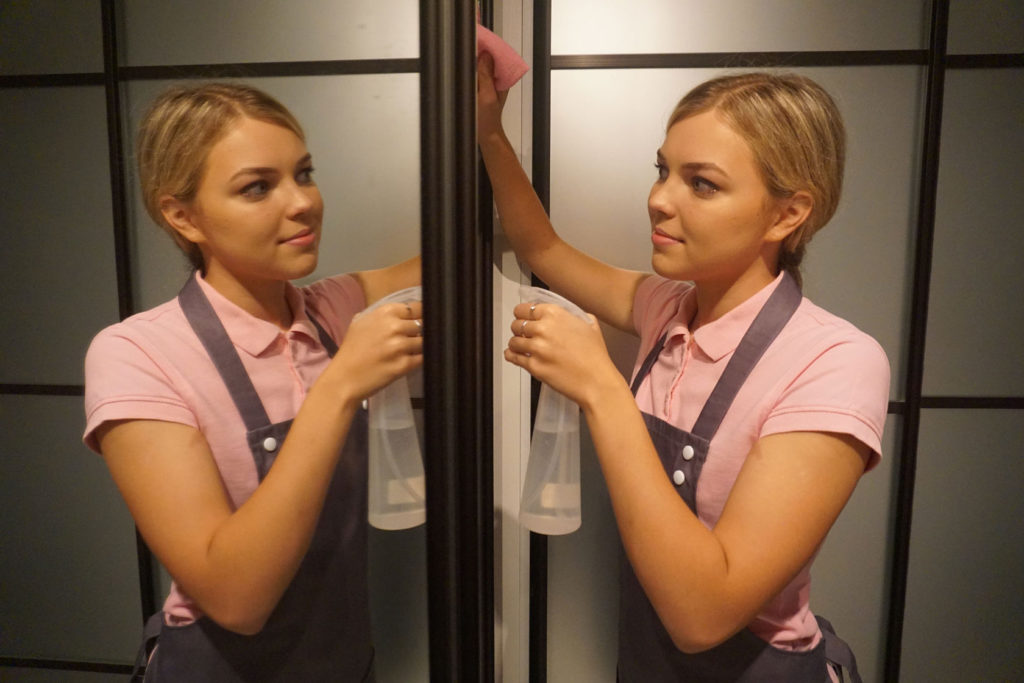 Как вымыть зеркала без пятен и разводов