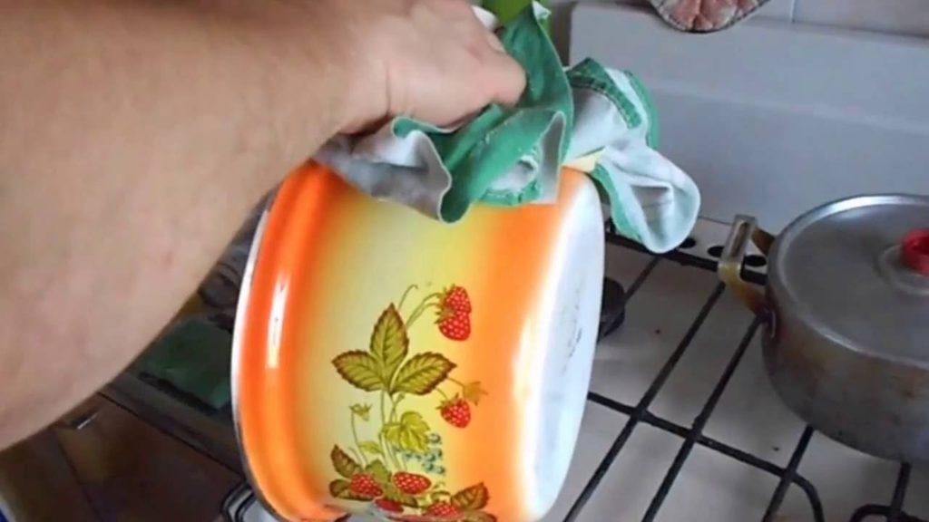 5 способов очистить эмалированные кастрюли