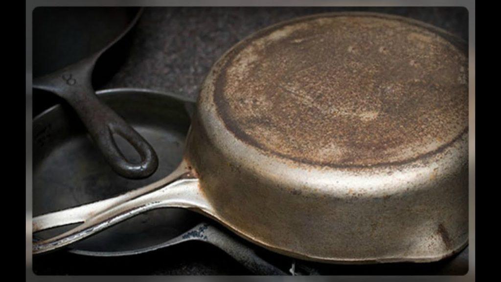 Как правильно чистить посуду из чугуна