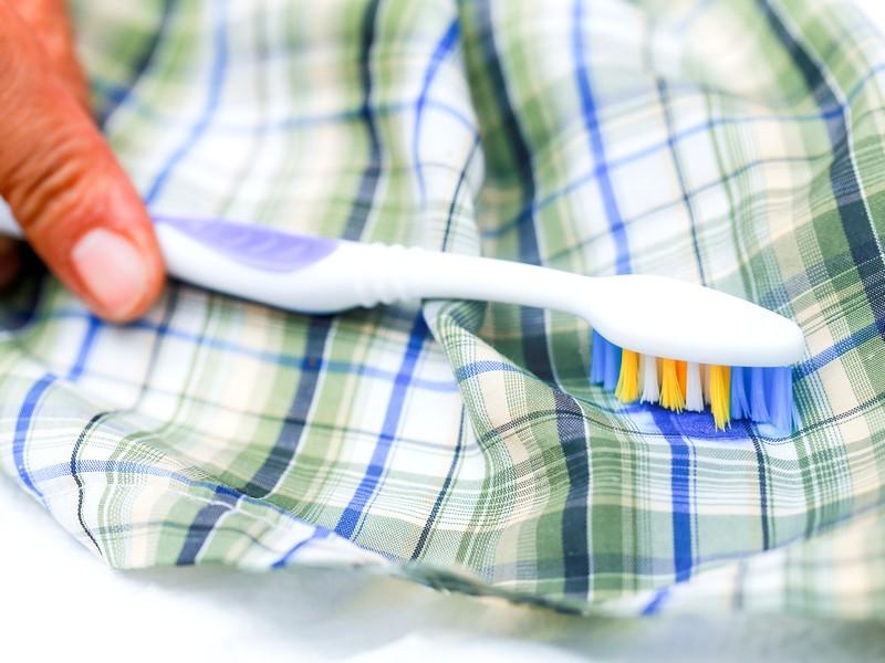 7 способов выведения жирных пятен в домашних условиях