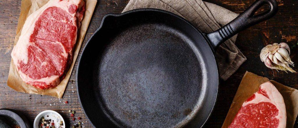 5 советов чтобы быстро очистить сковороду от толстого слоя нагара