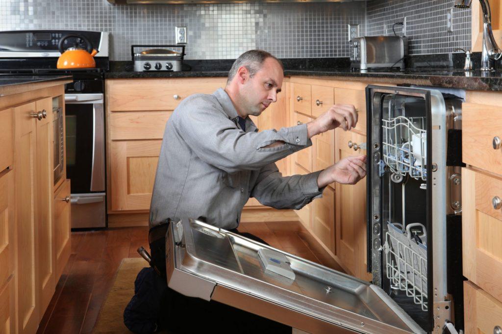 Как ухаживать за посудомоечной машиной чтобы она прослужила долго