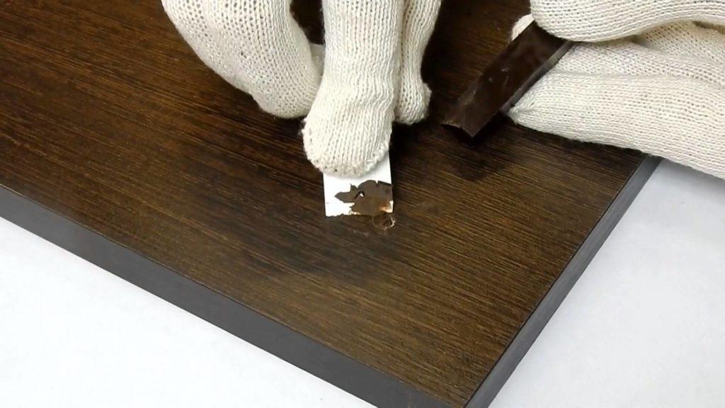 Как устранить царапины на ламинате в квартире