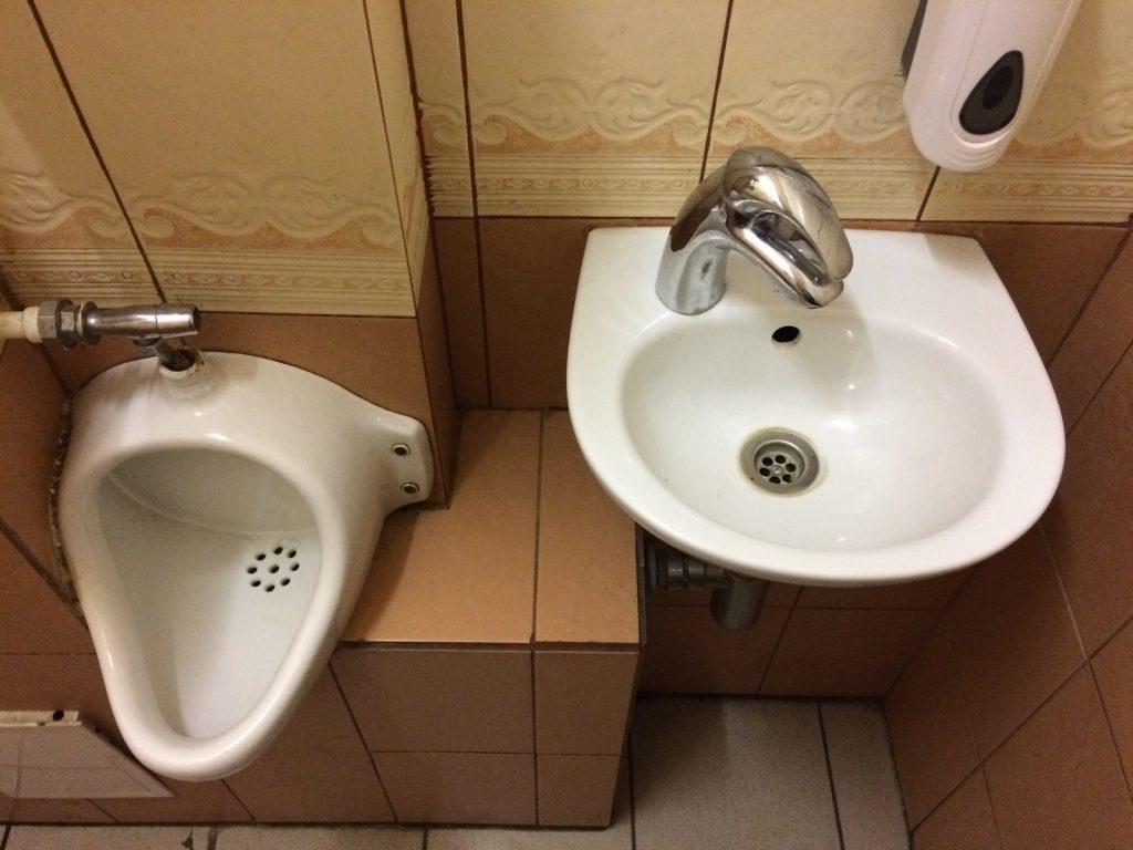 9 советов по уборке для тех, кто любит, чтобы сантехника сияла чистотой
