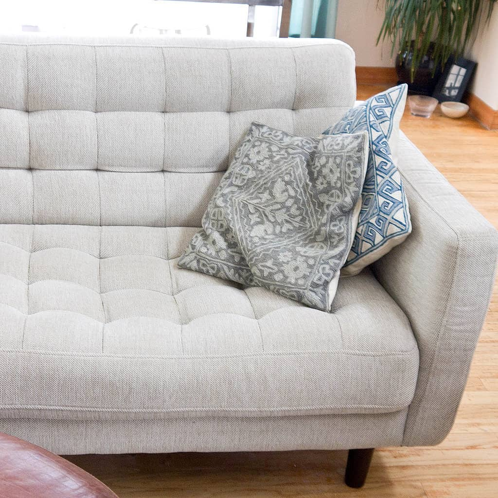 8 советов как почистить обивку дивана в домашних условиях
