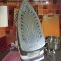 Как и чем очистить утюг от накипи в домашних условиях