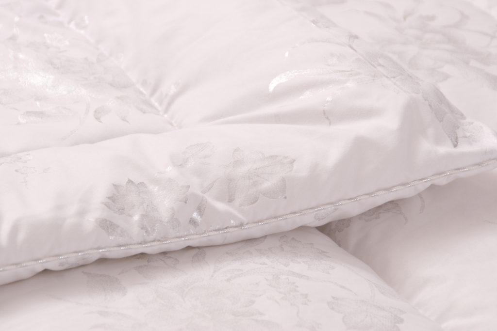 Как постирать одеяло, подушку или куртку с наполнителем из холлофайбера