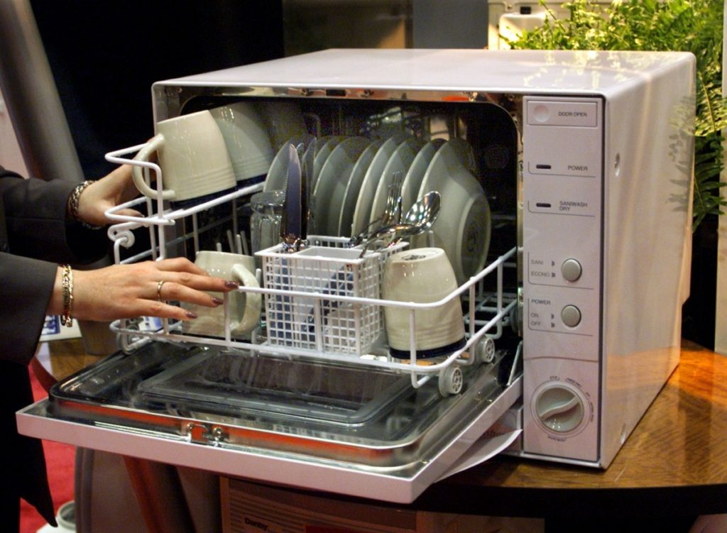 Правила и нюансы загрузки посуды в посудомоечную машину