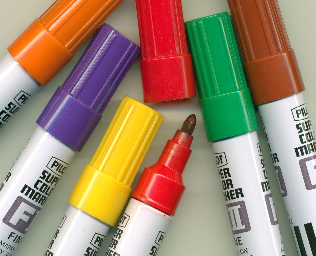 Чем можно удалить следы фломастера и маркера с различных поверхностей