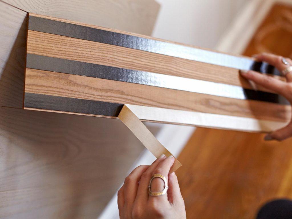 Как убрать следы от скотча на мебели