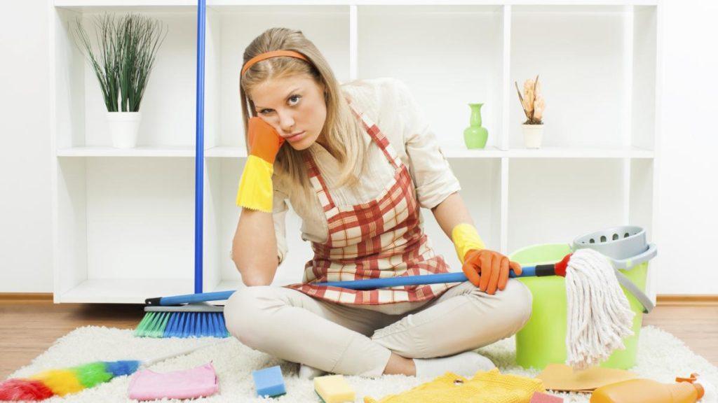 С чего начать наведение порядка: 6 правил быстрой уборки квартиры
