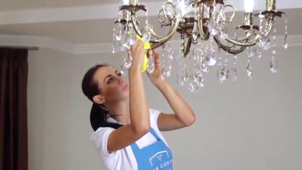 Как помыть хрустальную люстру с подвесками, не снимая с потолка
