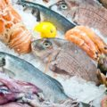 Как вывести с посуды запах свежей рыбы