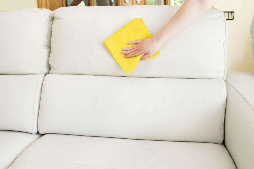 Чистка мягкой мебели в домашних условиях народными средствами