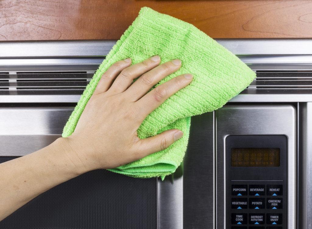 Проверенные способы как быстро очистить микроволновку от жира и нагара