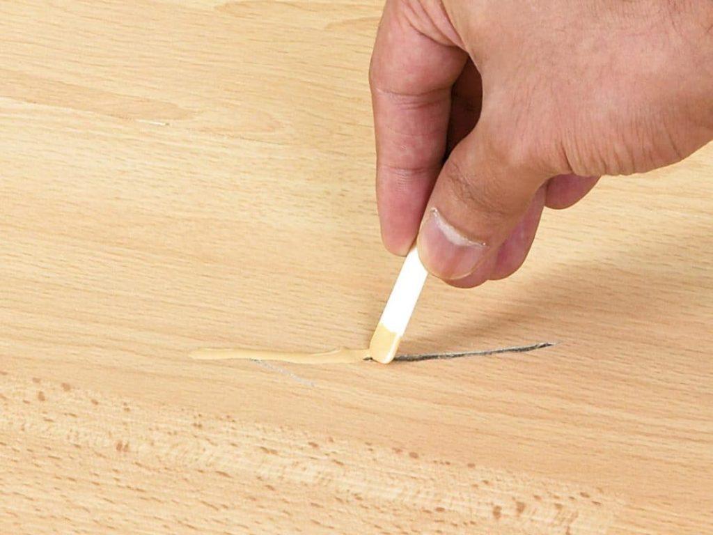 Как убрать царапины на ламинате подручными средствами