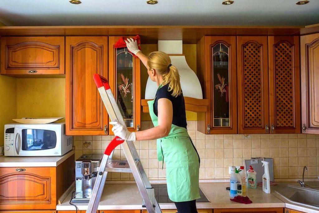 6 труднодоступных мест, про которые часто забывают при уборке
