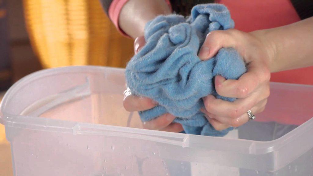 Как постирать шерстяную шапку чтобы она не деформировалась