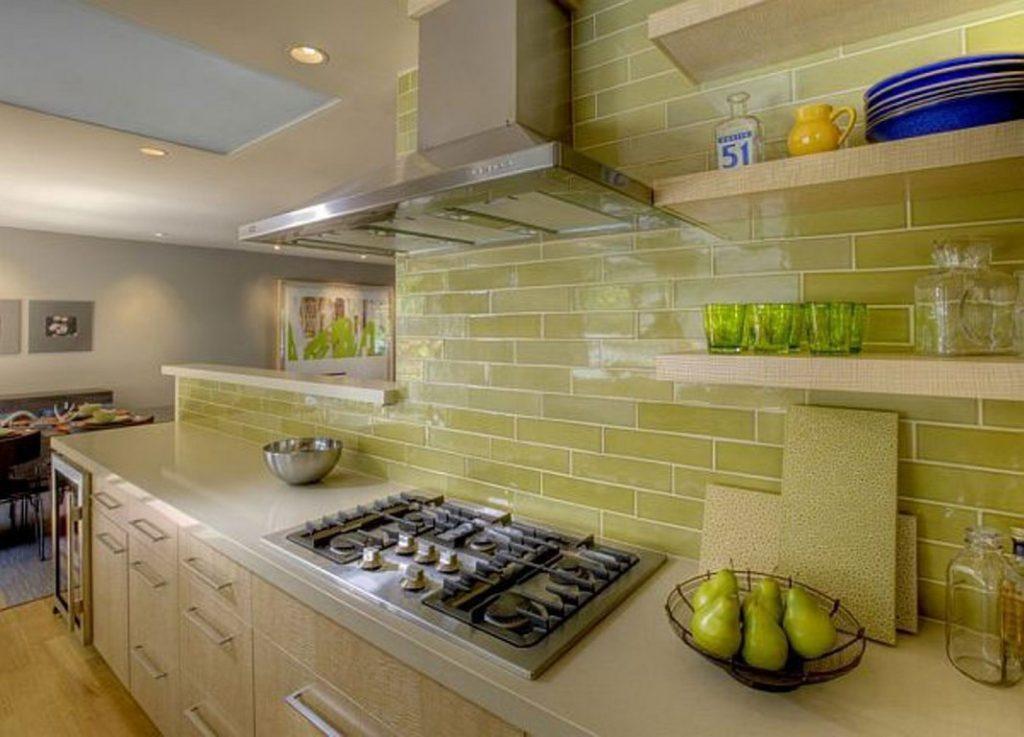5 способов быстро оттереть брызги жира с кухонного гарнитура