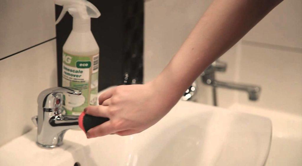 Как очистить сантехнику от налета и желтизны