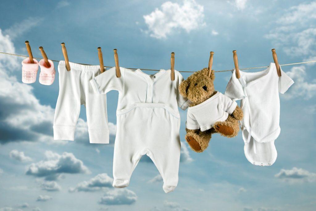 8 советов как правильно стирать вещи малышей своими руками
