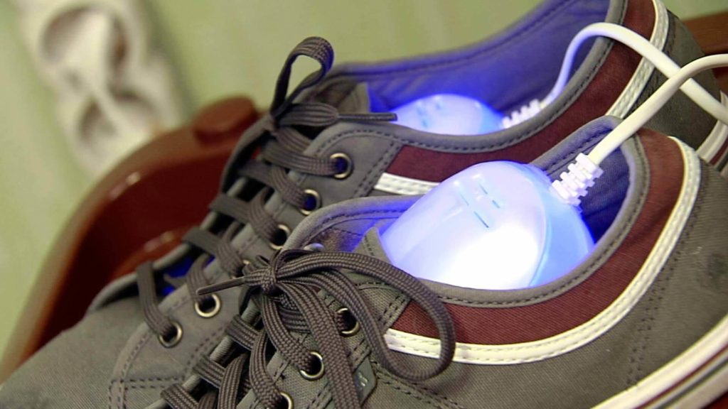 Как высушить кроссовки после стирки, чтобы не деформировать их