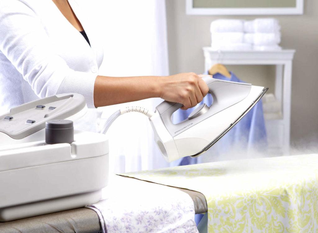 Как гладить вещи с учетом типа ткани