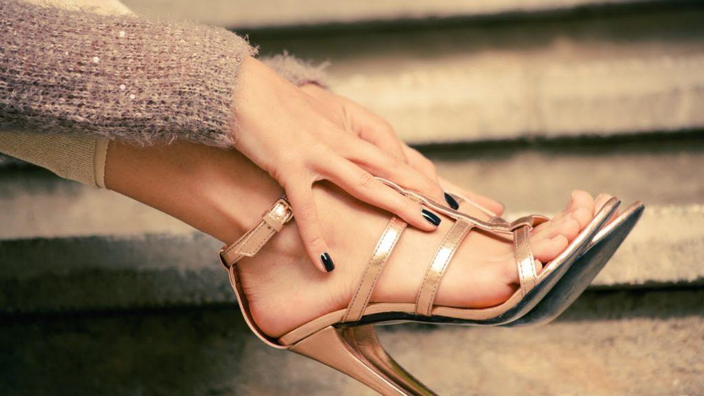 Что делать если обувь скрипит при ходьбе