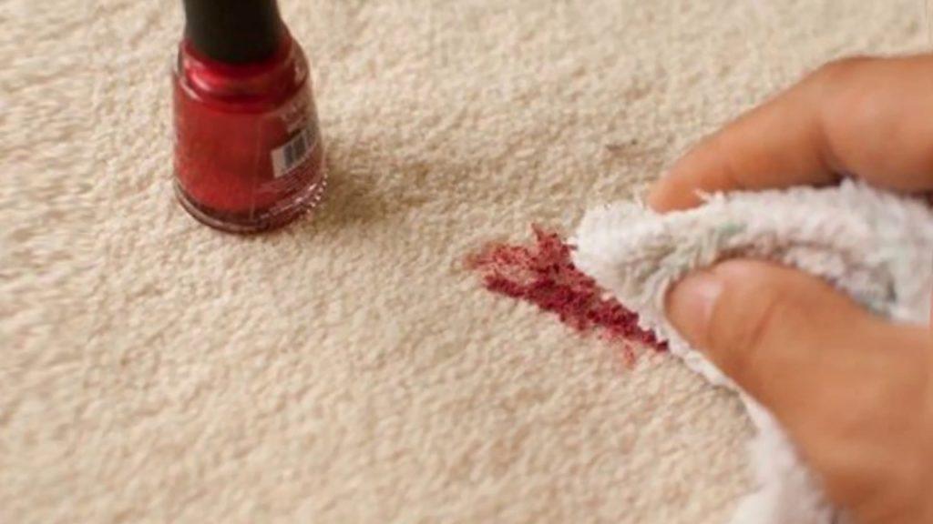 Что делать если испачкали одежду или мебель лаком для ногтей