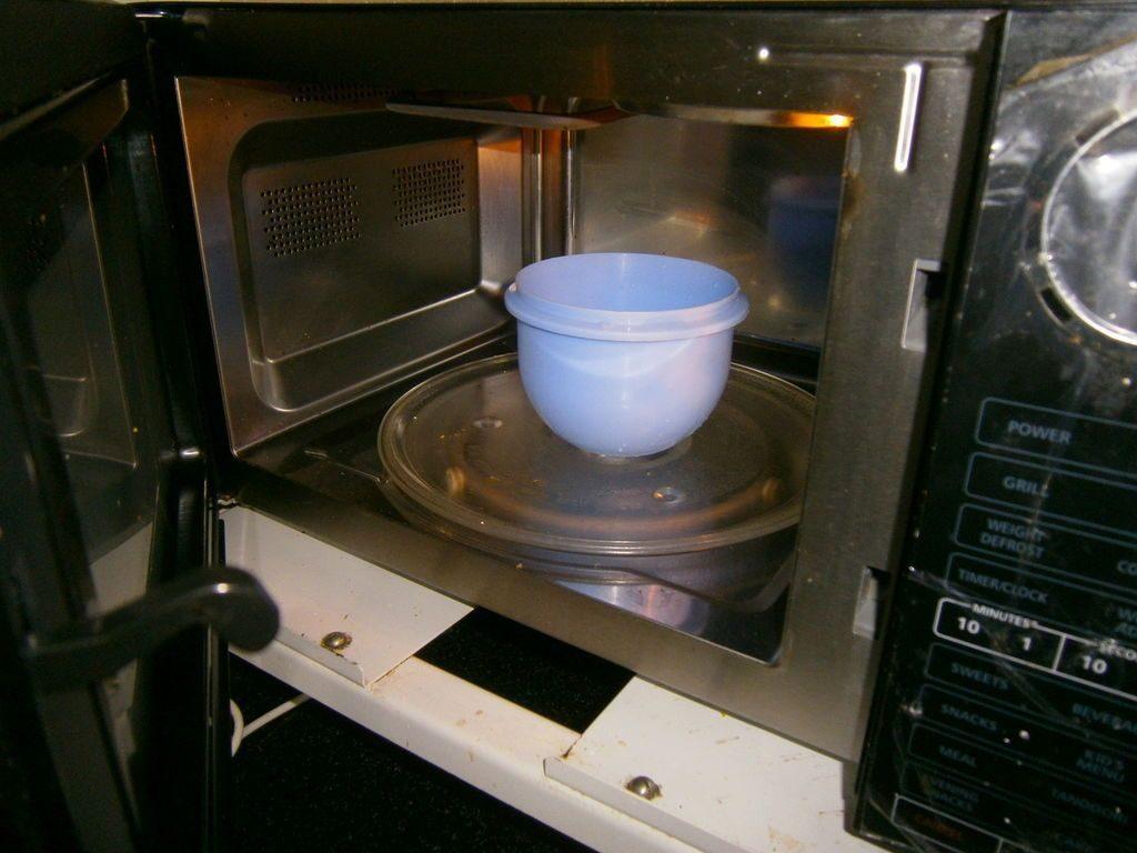 Чем очистить микроволновку за 20 минут