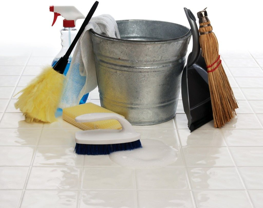 Чем отмыть керамическую плитку чтобы не повредить ее