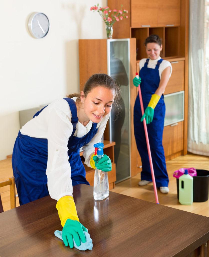 5 советов по правильному уходу за полированной мебелью